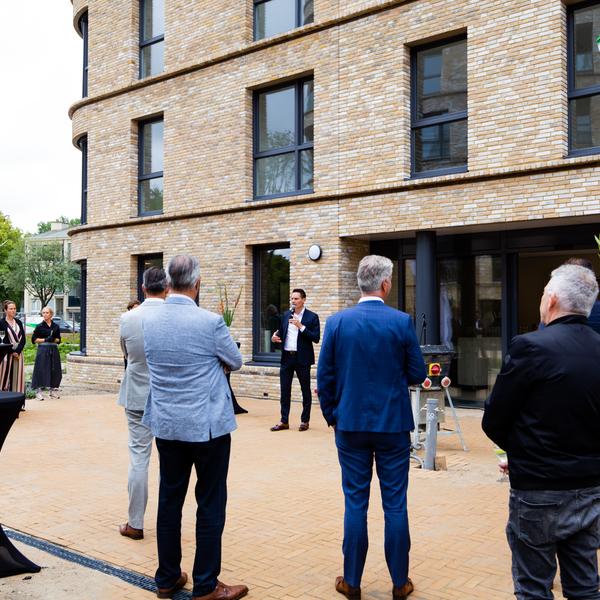 Den Haag is een woon-zorg complex en 183 woningen rijker : Den Haag is een woon-zorg complex en 183 woningen rijker